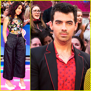 Joe Jonas, DNCE, & Alessia Cara Kick Off iHeartRadio MMVAs 2017 Red Carpet!