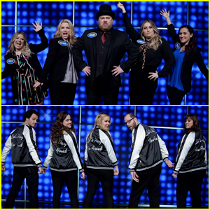 Kelly Clarkson & Amy Schumer Face Off on 'Celebrity Family Feud'