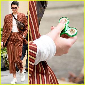 Kendall Jenner Gets In on the Fidget Spinner Craze!
