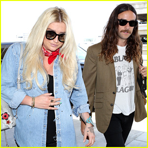 Kesha & Boyfriend Brad Ashenfelter Catch Flight Out of L.A.