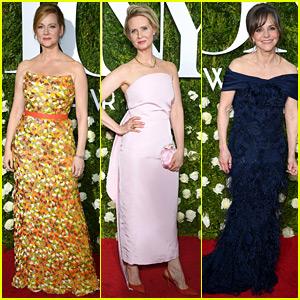 Nominees Laura Linney, Cynthia Nixon, & Sally Field Arrive for Tony Awards 2017!