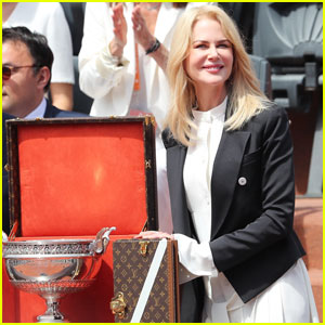 Nicole Kidman Presents Trophy at French Open 2017