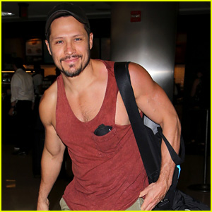 Revenge's Nick Wechsler Bares Muscles in Hot Airport Photos!