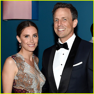 Seth Meyers Makes Trump & Fashion Jokes While Hosting CFDA Awards 2017