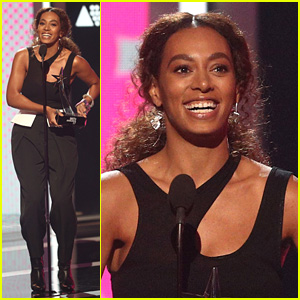 Solange Knowles Accepts Awards on Stage at BET Awards 2017!