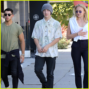 Sophie Turner Goes Out for Lunch with Her Boyfriend's Brothers!