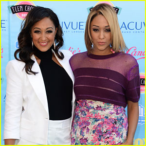 Tia & Tamera Mowry Are Working On A 'Sister, Sister' Reboot