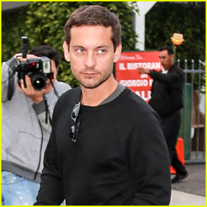 Tobey Maguire Steps Out After Catching Up With Leonardo DiCaprio & Orlando Bloom