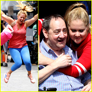 Amy Schumer Gets a Visit from Her Dad on 'I Feel Pretty' Set
