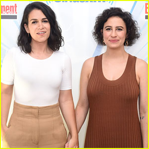 Broad City's Ilana Glazer & Abbi Jacobson Promote the Show at Comic-Con 2017