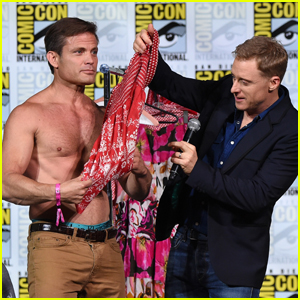 Casper Van Dien Goes Shirtless During 'Syfy' Panel at Comic-Con!