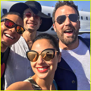 Gal Gadot Snaps Selfie with 'Justice League' Cast En Route to Comic-Con!