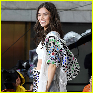 Hailee Steinfeld Sings in the Rain for Today Show Concert (Video)