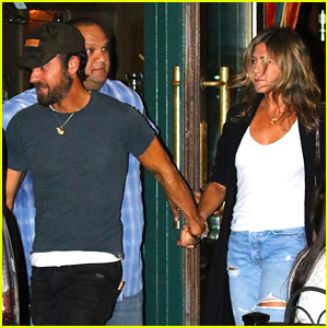 Jennifer Aniston & Justin Theroux Hold Hands on Date Night!