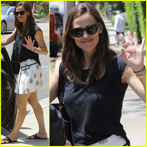Jennifer Garner is All Smiles During Family Church Outing