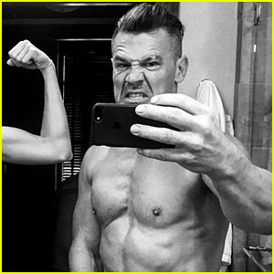 Josh Brolin Snaps Selfie in His Birthday Suit, Bares Buff Body!