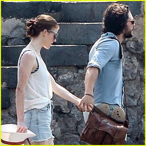 Kit Harington & Rose Leslie Arrive in Capri Hand in Hand!