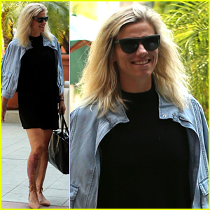 Ben Affleck's Girlfriend Lindsay Shookus Is All Smiles After Coffee Date!