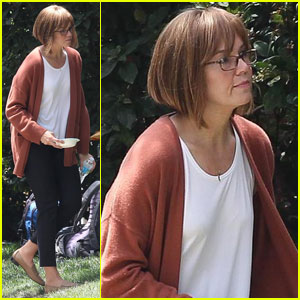 Mandy Moore Ages With Makeup For 'This Is Us' Filming