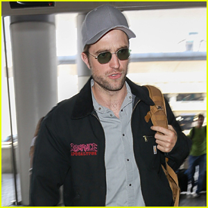 Robert Pattinson Keeps Things Cool at LAX Airport