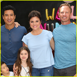 Tiffani Thiessen Reunites with Former Co-Stars Ian Ziering & Mario Lopez at Num Noms Event!