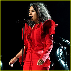 Alessia Cara Strips Off Dress & Makeup During MTV VMAs 2017 Performance (Video)