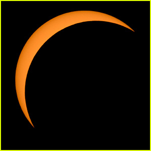 Celebs React to Solar Eclipse 2017 - Read Tweets!