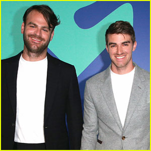 The Chainsmokers Look Dapper on MTV VMAs 2017 Red Carpet