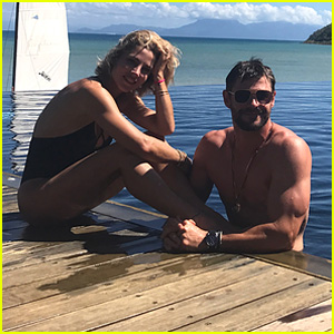 Chris Hemsworth Gets Shirtless & Flaunts His Toned Bod for His Birthday!
