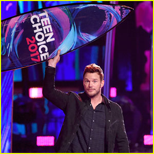Chris Pratt Wins Choice Sci-Fi Movie Actor at Teen Choice Awards 2017!