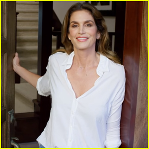 Cindy Crawford Opens Her Family's Malibu Home For 'Vogue' 73 Questions - Watch Now!