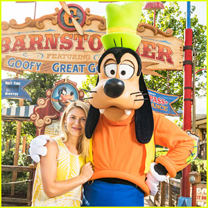Claire Danes Meets Goofy at Walt Disney World During Summer Vaca!