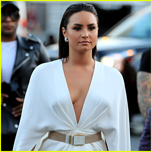 Demi Lovato's National Anthem at Fight Night Gets Rave Reviews