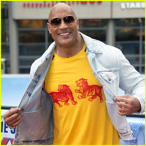 Dwayne Johnson Hilariously Pranks Fans Looking for an Autograph (Video)