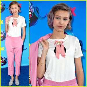 'AGT' Winner Grace VanderWaal Has Chic Style Moment at Teen Choice Awards 2017