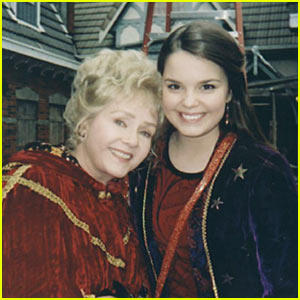 'Halloweentown' Cast is Reuniting 19 Years Later in Honor of Debbie Reynolds