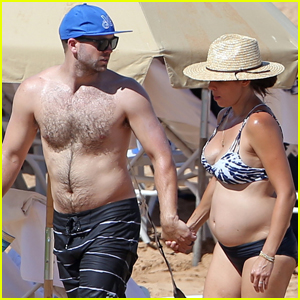 Jamie-Lynn Sigler Shows Off Baby Bump in a Bikini on Hawaii Vacation!