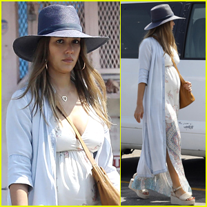 Jessica Alba Shows Off Her Baby Bump While Shopping!