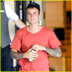 Justin Bieber Gets Sunburn Matching His Shirt