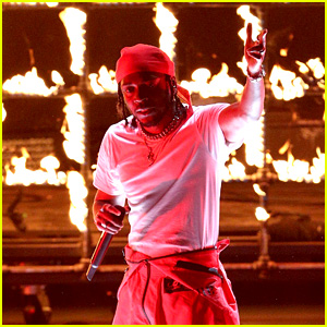 Kendrick Lamar Lights MTV VMAs 2017 Stage on Fire for 'DNA' & 'Humble' Performance (Video)