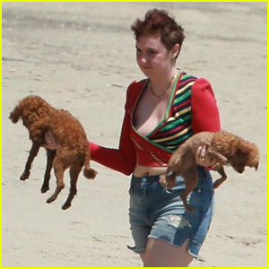 Lena Dunham Hits the Beach With Mindy Kaling & Her Dogs