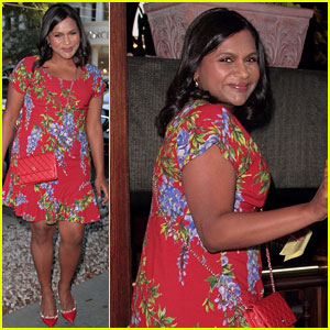 Pregnant Mindy Kaling Dines Out in a Summery Floral Dress!