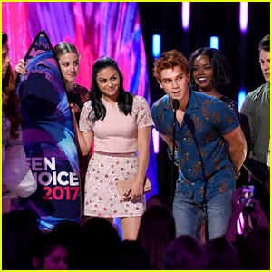 'Riverdale' Wins Lots of Awards at Teen Choice Awards 2017!