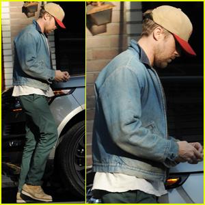 Ryan Gosling Hits Up His Favorite Lunch Spot in LA!