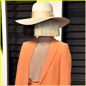 Sia Announces Christmas Album with New Atlantic Records Deal!