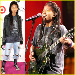 Willow Smith Performs at NYX Professional Makeup FACE Awards 2017