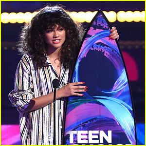 Zendaya Gives Inspiring & Important Speech at Teen Choice Awards 2017!