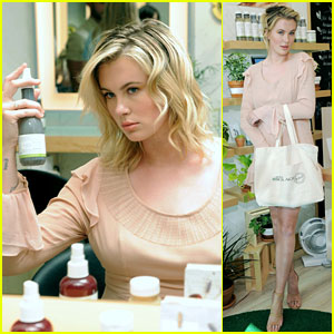 Ireland Baldwin Gets Glam Styling at J. Christopher Salon Launch