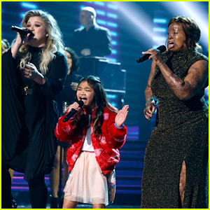 Kelly Clarkson Performs with 'AGT' Contestants Kechi & Angelica Hale During Finale! (Video)