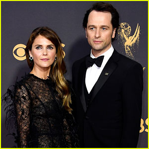 Keri Russell & Matthew Rhys Pose Together on the Emmys 2017 Red Carpet